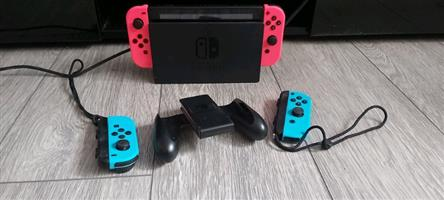 Nintendo Switch 6 games & controllers - R6000