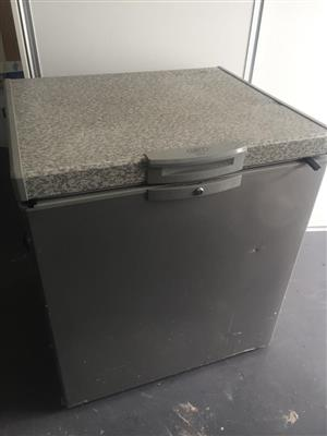 Defy DMF451 Chest Freezer - Silver - 195 Litre capacity - Low price due to condition;please read below
