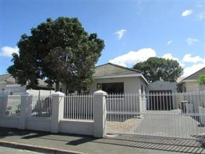 AVONDALE: FULL ENCLOSED STUNNING 3BED,3LIVING ROOMS/INDOOR BRAAI SPACIOUS HOME. MOVE IN