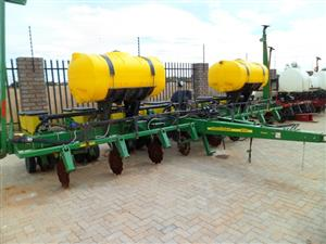 John Deere MaxEmerge XP, 8 Row Planter