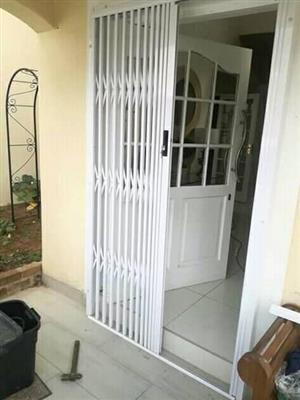 Aluminum slame lock gate