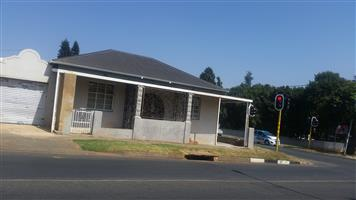Office building to rent on busy intersection- Northcliff/Newlands Jhb