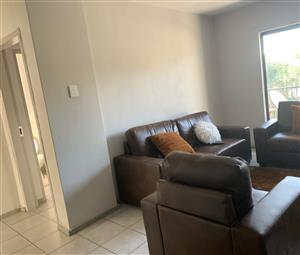 A neat 2beds 2baths apartment available to share