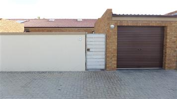 PAROW /Clamhall  TOWNHOUSE TO LET, Well-located 3Bedr 1Bathr 1Gar available 01/07/2019 @ R10 000pm.
