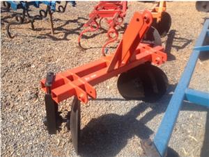 S3084 Red U Make 1 Row Ridger / 1 Ry Operter Pre-Owned Implement