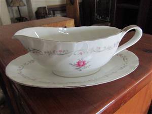 Royal Series, Victoria Gravy Boat with matching oval plate