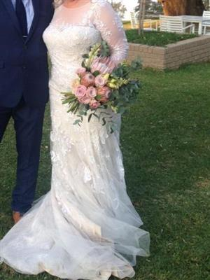Beautiful Wedding Dress for Sale 2 Months Old, used once