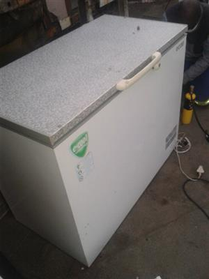 DEEP FREEZER AND FRIDGE FOR SALE R1000