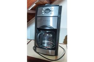 Programmable coffee maker with built-in grinder for the best fresh coffee