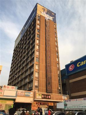 1 Bedroom flat to rent in Ferndale, across the road from Randburg Taxi Rank.