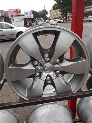 Toyota Hilux and fortunar original Alloy mags size 16,17,18 plus Good used second hand tyres,new