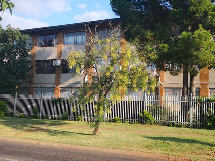 PERFECT LOCATION AND SOUGHT AFTER! OVERLOOKING THE CBD THIS IS A MOST IDEAL BUY FOR THE STARTER FAMI