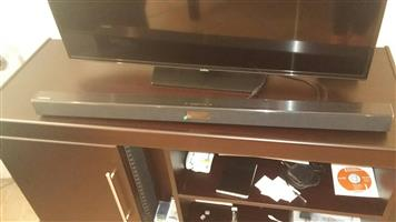 Samsung sound bar (HW-J450) with a subwoofer